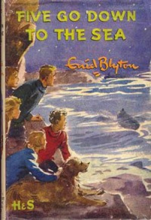 Five Go Down to the Sea: 12 (The Famous Five Series)